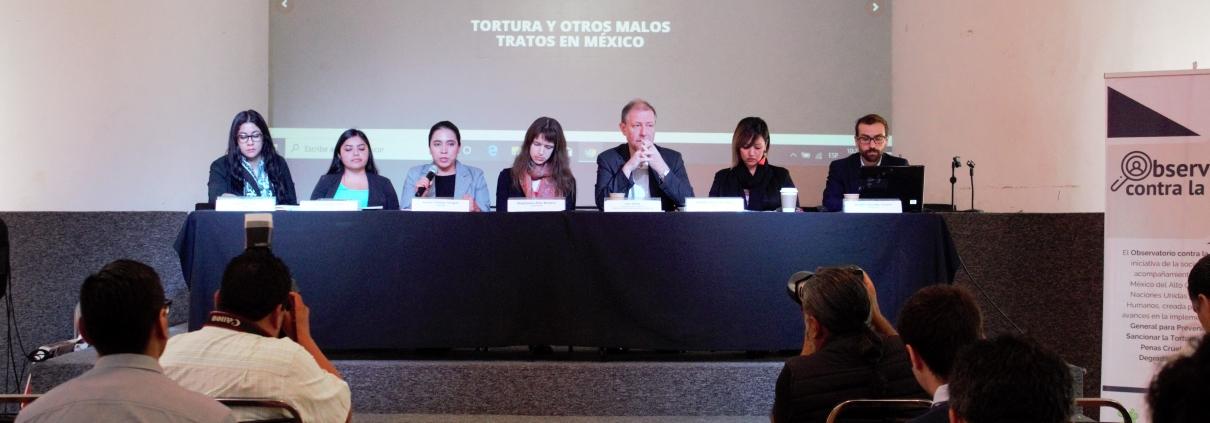 En la imagen, miembros del observatorio contra la tortura en conferencia de prensa.